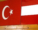 Türkische und österreichische Flagge
