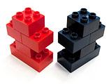 Rote und schwarze Duplosteine