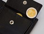 Euromünze in einer Geldtasche