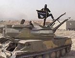 IS-Kämpfer auf einem Panzer