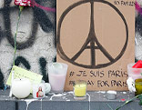 Kerzen erinnern an die Toten des Anschlags
