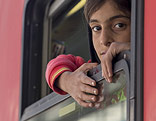 Flüchtlingskind in einem Zug
