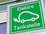 Hinweisschild einer Elektro Tankstelle