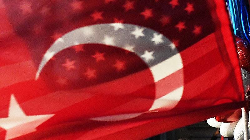 Türkische und amerikanische Fahne