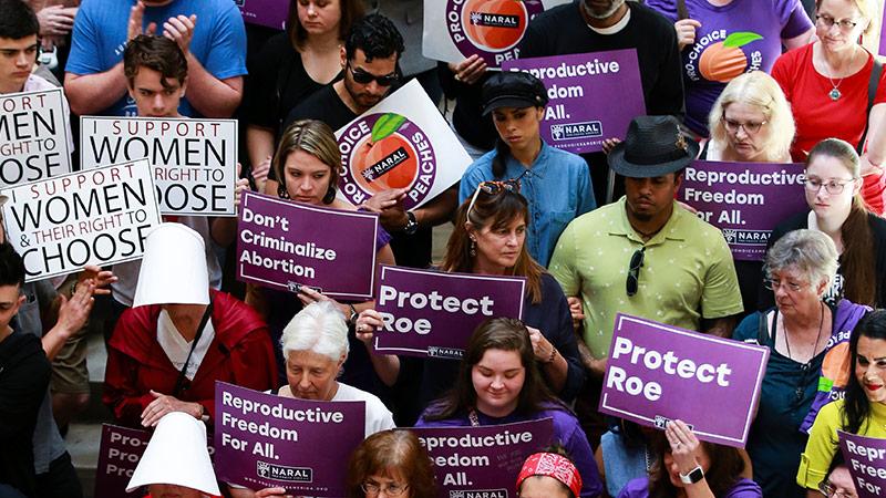 Demonstrantinnen gegen die Abtreibungsgesetze in den USA