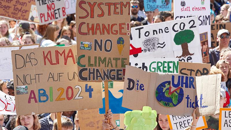 Transparente auf einer Klima-Demonstration
