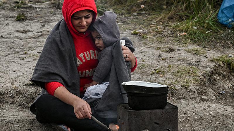 Eine geflüchtete Frau mit ihrem Kind