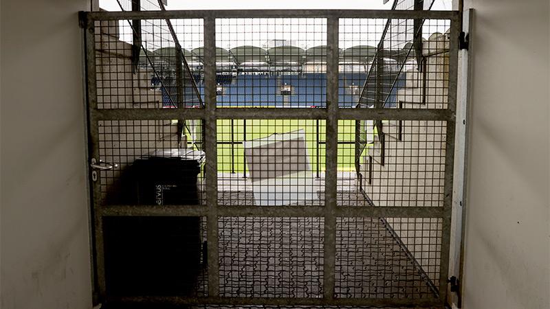 Versperrter Eingang in ein Stadion