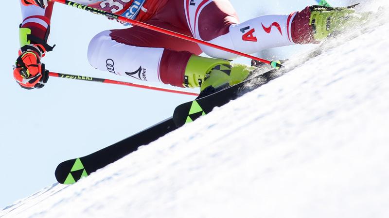 Ausschnitt eines Skifahrers