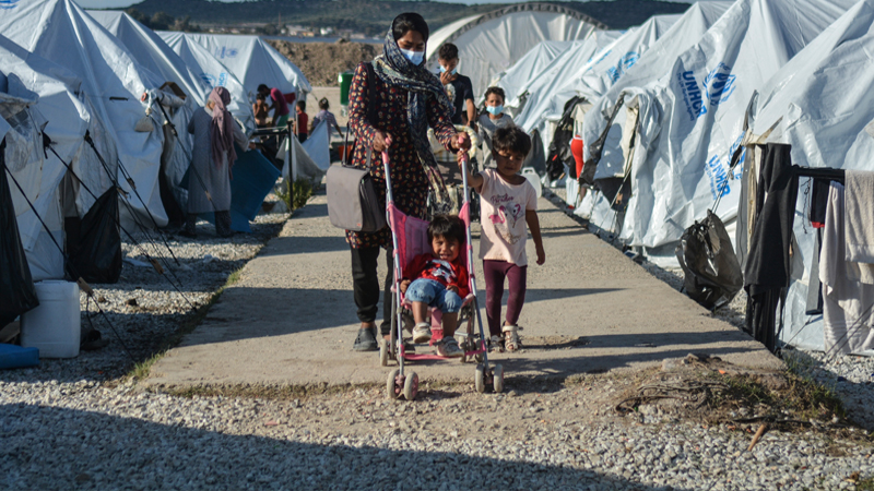 Menschen in einem Flüchtlingslager