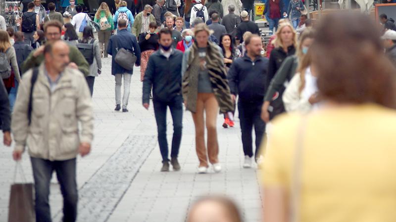 Menschenmenge in Innenstadt