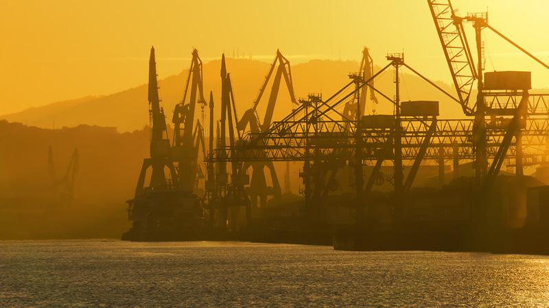 Käne in einem Containerhafen